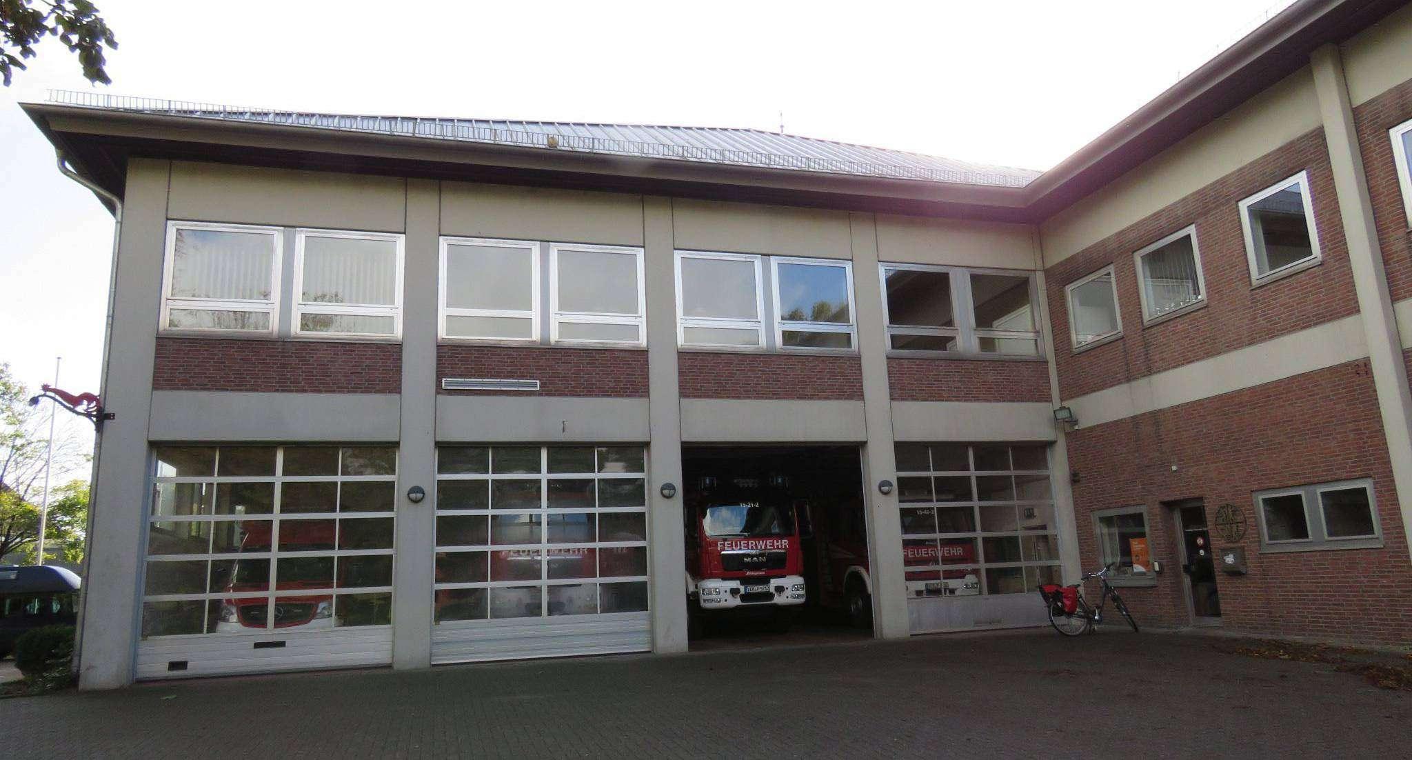 Im vorhandenen Feuerwehrhaus wird es zu eng. Eine Erweiterung soll Abhilfe schaffen. Foto: Elke Keppler-Rosenau