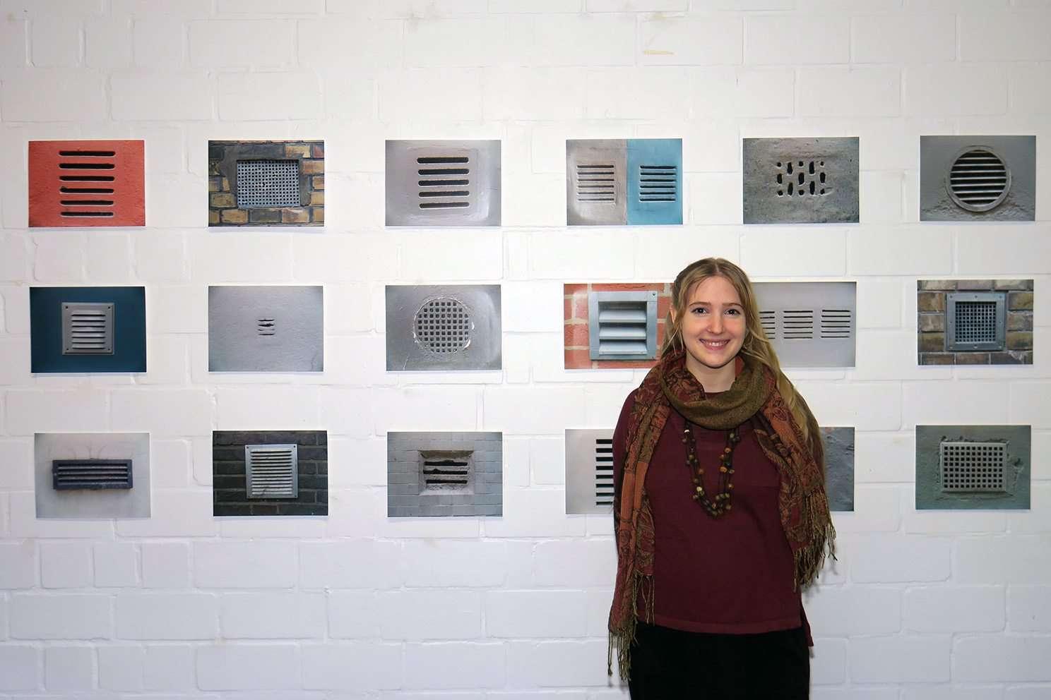 Sophie Reinecke organisierte vor ihrem Mutterschaftsurlaub die letzte studentische Ausstellung und zeigte auch eigene Werke. Fotos: Elke Keppler-Rosenau