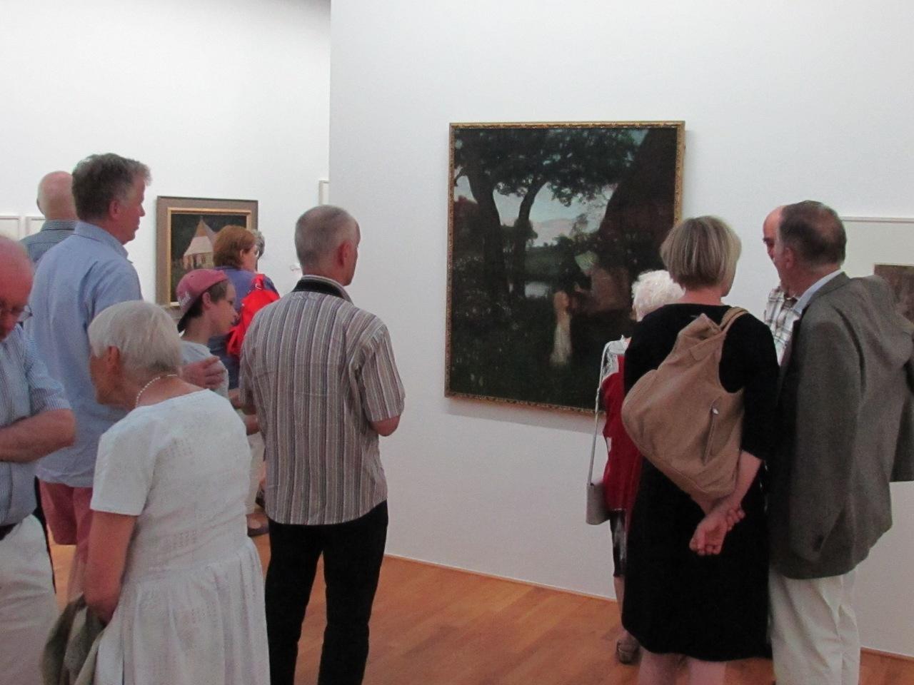 Viele Besucher verweilten vor dem Bild