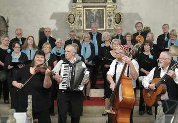 Gemischter Chor Bremervörde und Cladatje gemeinsam auf der Bühne  Von Elke KepplerRosenau