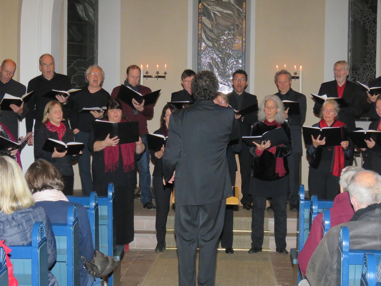 Der Kammerchor Cantemus gab ein Konzert in der Liebfrauenkirche in Fischerhude. Foto: Elke Keppler-Rosenau
