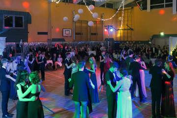 Erfolgreiche Premiere festlicher Ball in der Waldorfschule  Von Elke KepplerRosenau