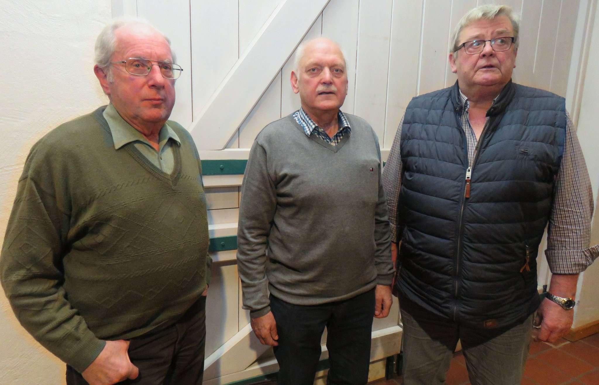 Siegfried Miesner (von links), Hans Blanken und Gerd Böhling hatten sowohl Wissenswertes als auch Heiteres über die Pooljagd zu berichten. Foto: Elke Keppler-Rosenau