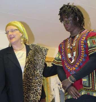 Premiere des Schwanks De Arvtante ut Afrika in Otterstedt  Von Elke KepplerRosenau