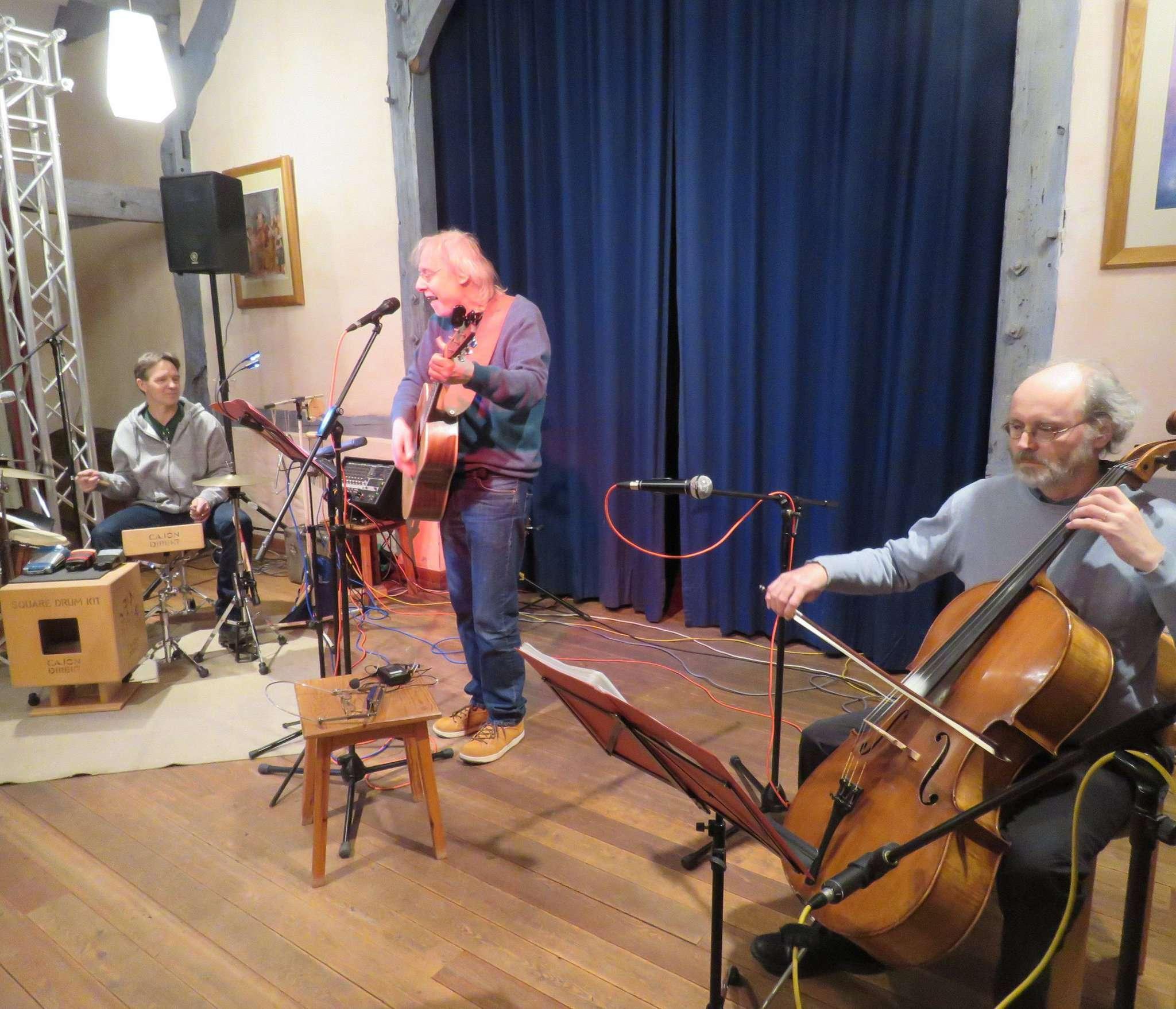 Frank Mattutat (von links), Werner Winkel und Wieland Nord begeisterten das Publikum. Foto: Elke Keppler-Rosenau