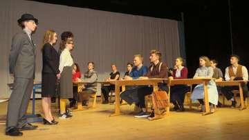 Waldorfschüler bringen Proteststück auf die Bühne
