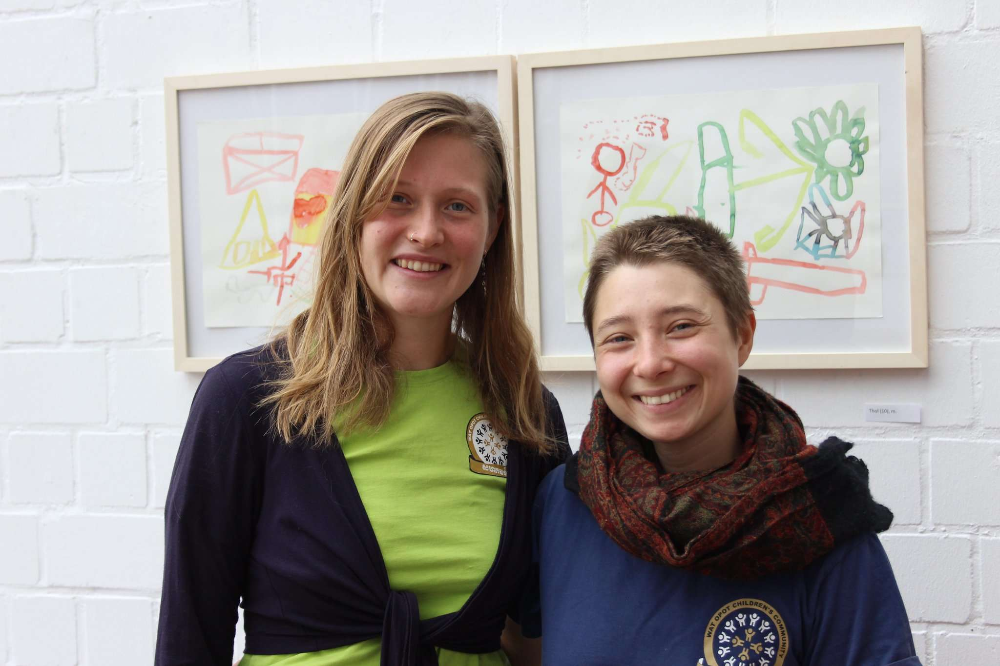 Smaida Brestrich (links) und Jil Beyer stellten an der HKS Ottersberg ihr Transcultural Art Project vor u2013 und hoffen auf Nachahmer.