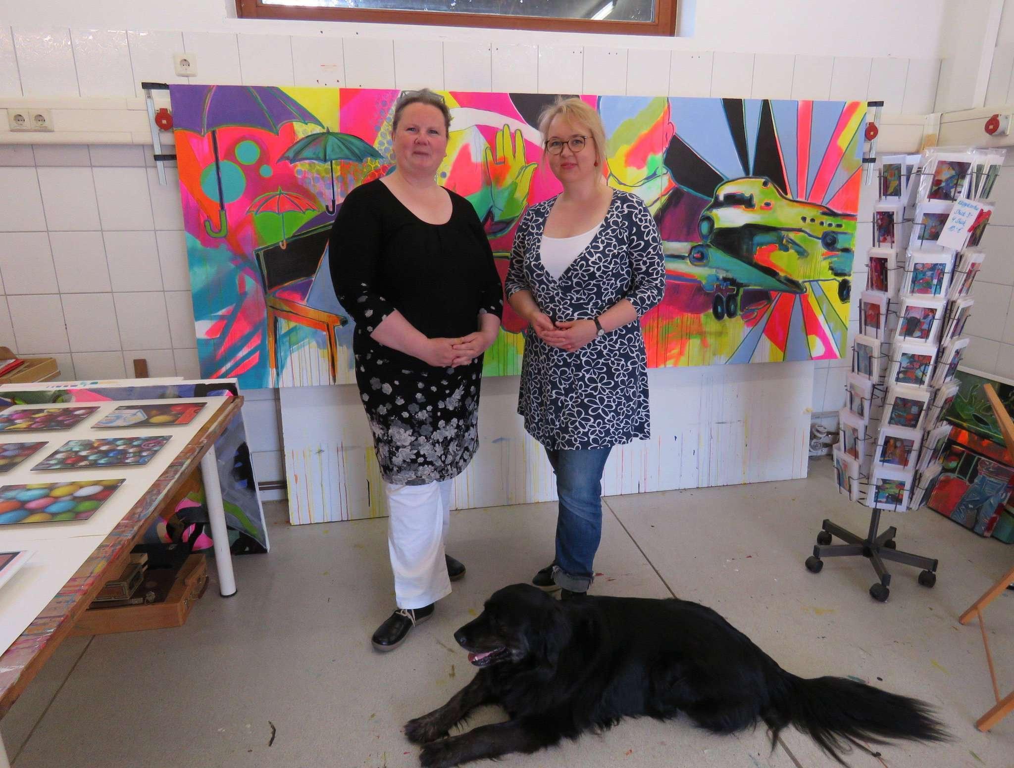 Anja Jo Schanz (links) und Christina Völkel stellten ihre Werke gemeinsam aus. Foto: Elke Keppler-Rosenau