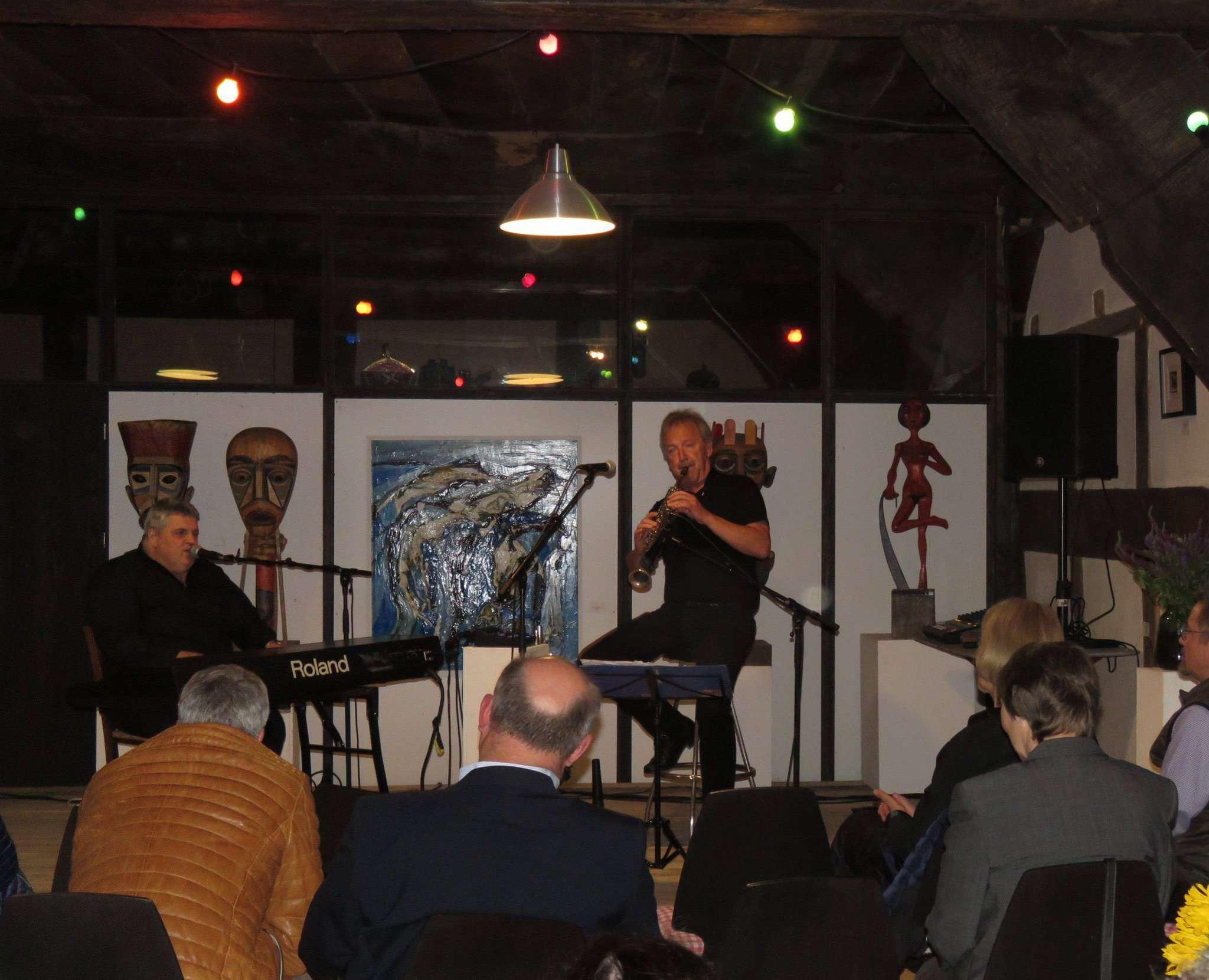 George Nussbaumer (links) und Richard Wester sind auf Eschels Hoff in Benkel gern gesehene Gäste.  Foto: Elke Keppler-Rosenau