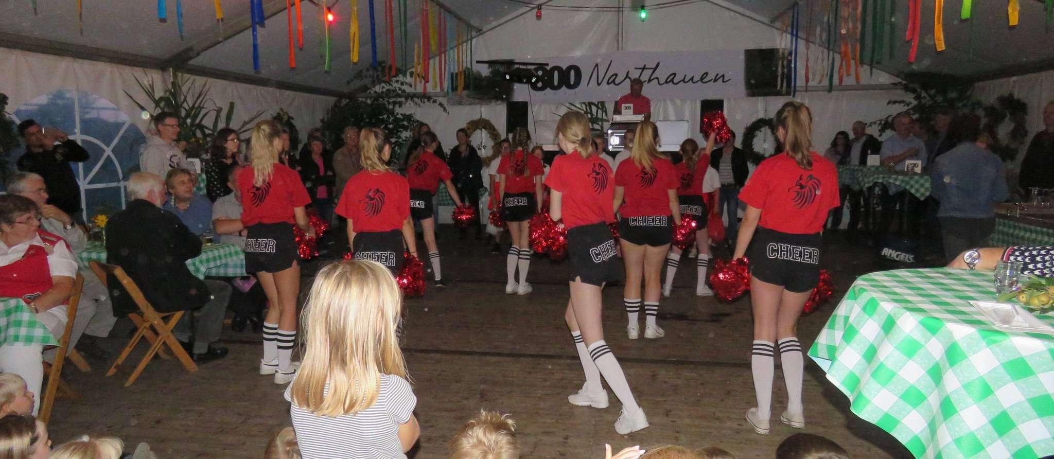 Die Cheerleader des Schützenvereins Otterstedt sorgten bei der Jubiläumsfeier für Aufmerksamkeit. Foto: Elke Keppler-Rosenau