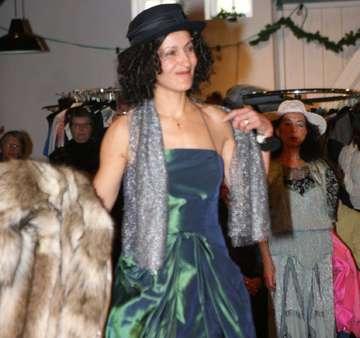 TibetHilfe sammelt gut erhaltene Garderobe für Kleidermarkt  Von Elke KepplerRosenau