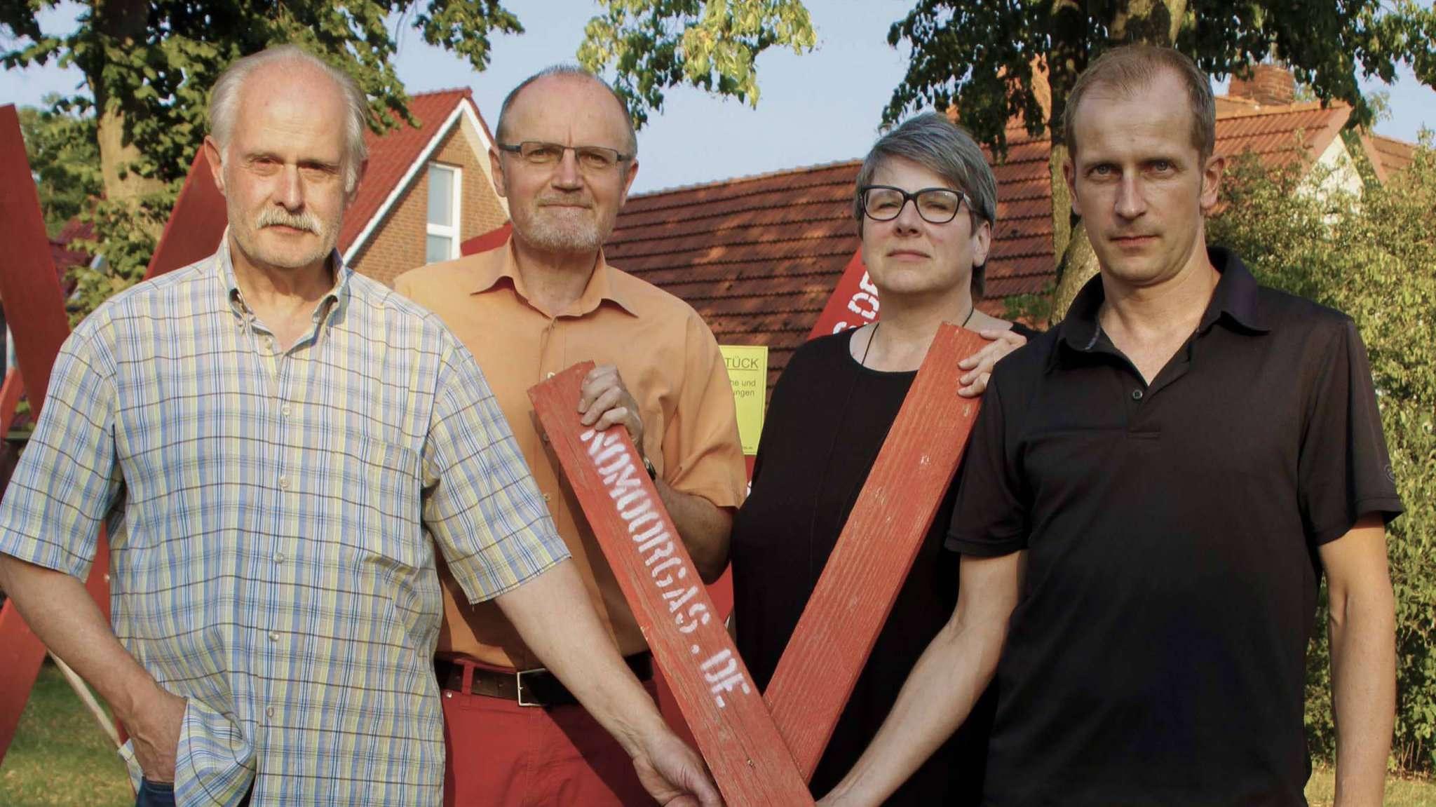 Im Sommer forderten Achim Bauer (von links), Erich von Hofe, Anja Büssenschütt und Jörn Schumm, Mitglieder des Kernteams der Bürgerinitiative