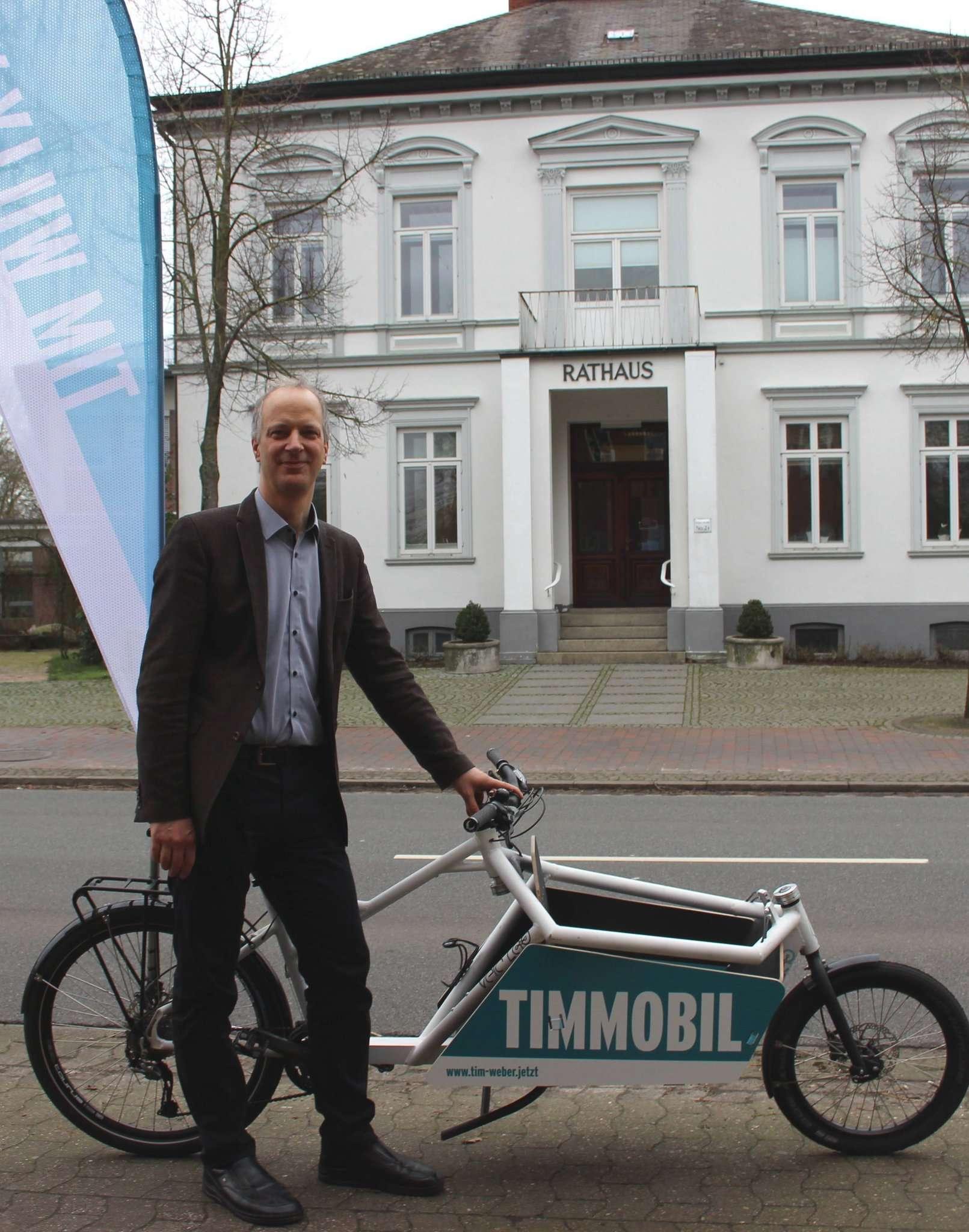 Bürgermeisterkandidat Tim Willy Weber mit seinem