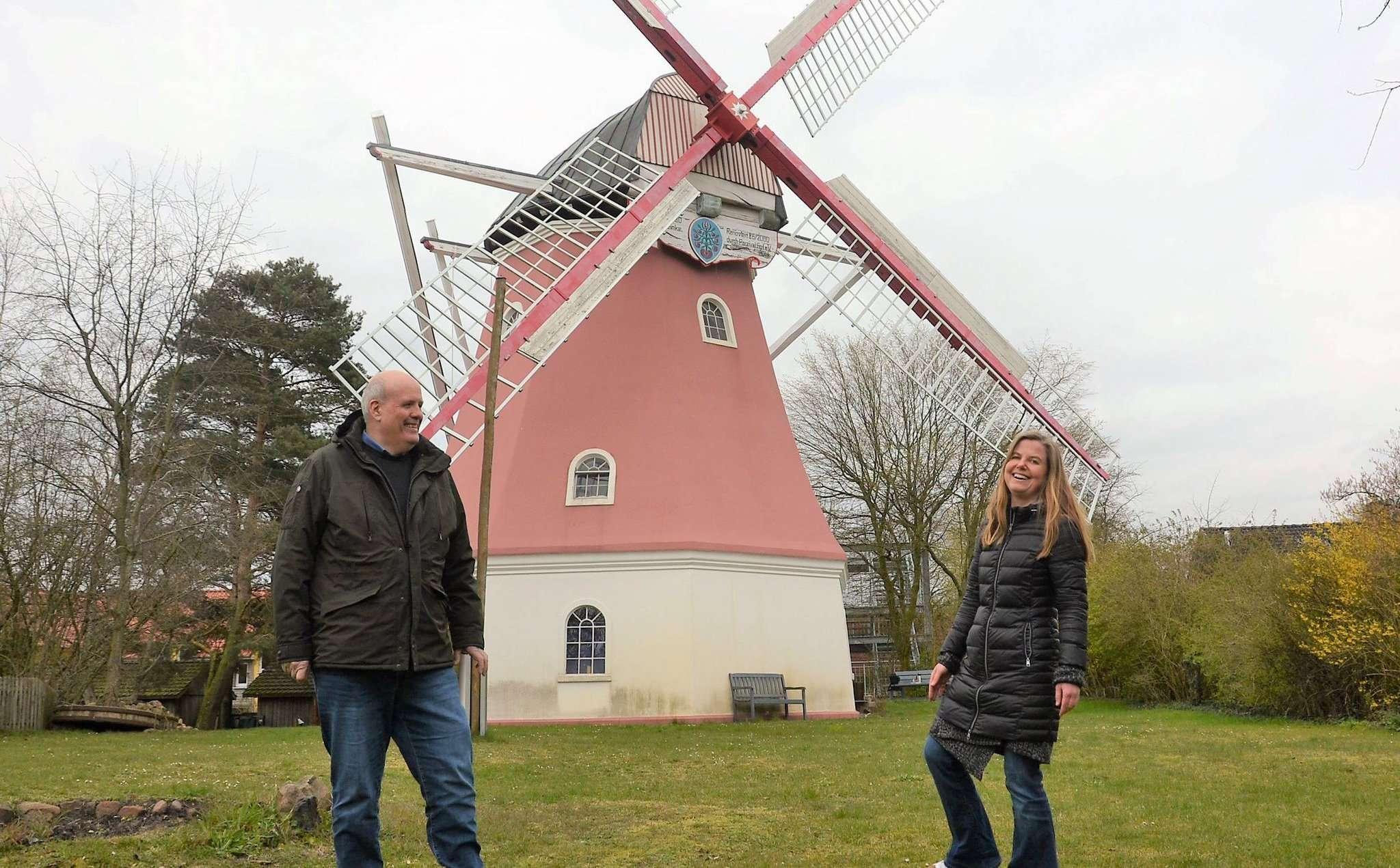 Parzival-Hof-Verantwortliche Stefan Bachmann und Theresia von Friderici hoffen auf Unterstützung aus der Bevölkerung.