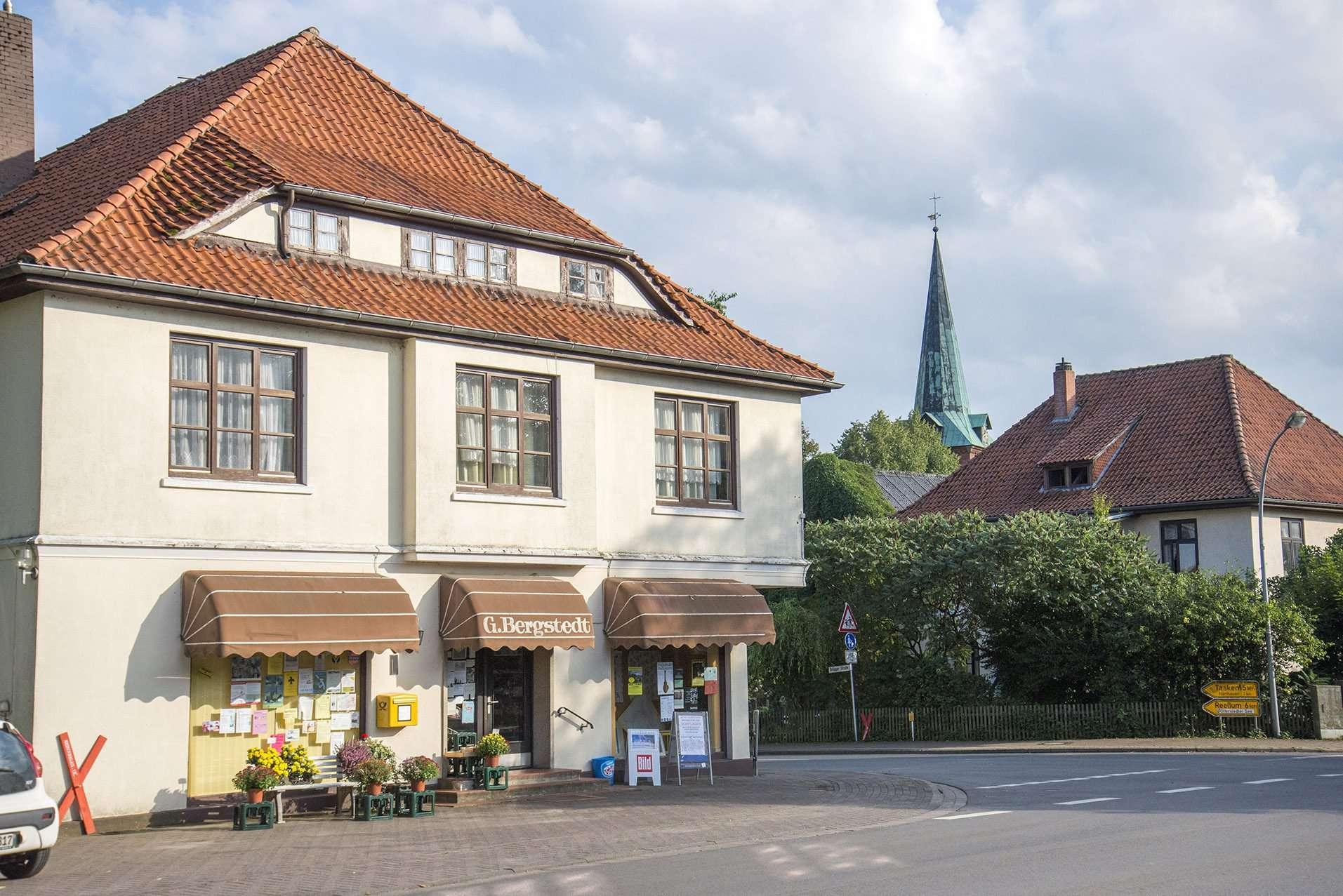 Am 22. August schließt das Kaufhaus Bergstedt seine Türen. Im September beginnt der Umbau zum Dorfladen Otterstedt. Foto: Dietmar Plath