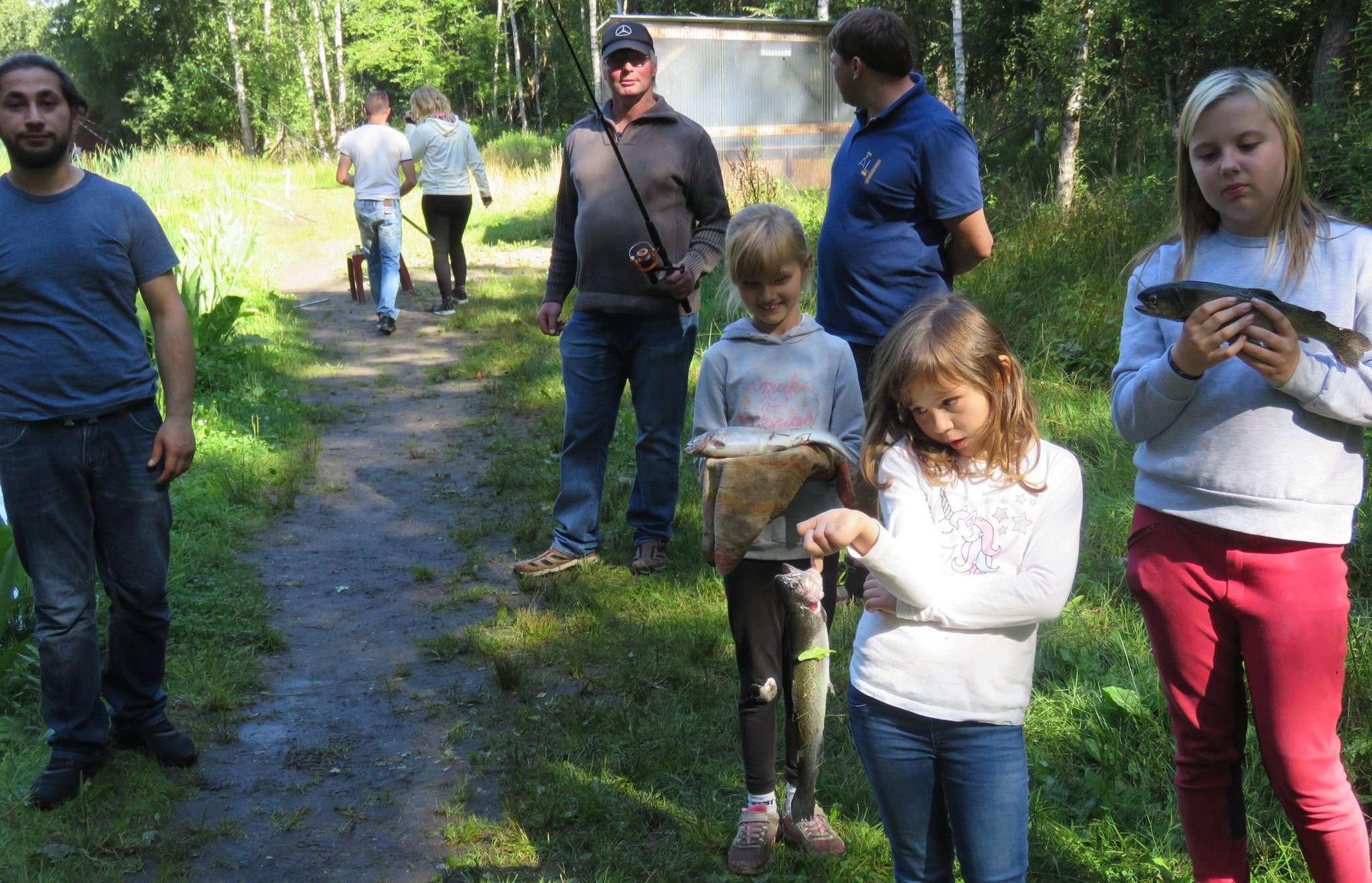 Einige Junganglerinnen und -angler kannten sich bereits mit Fisch und dessen Zubereitung aus. Foto: Elke Keppler-Rosenau