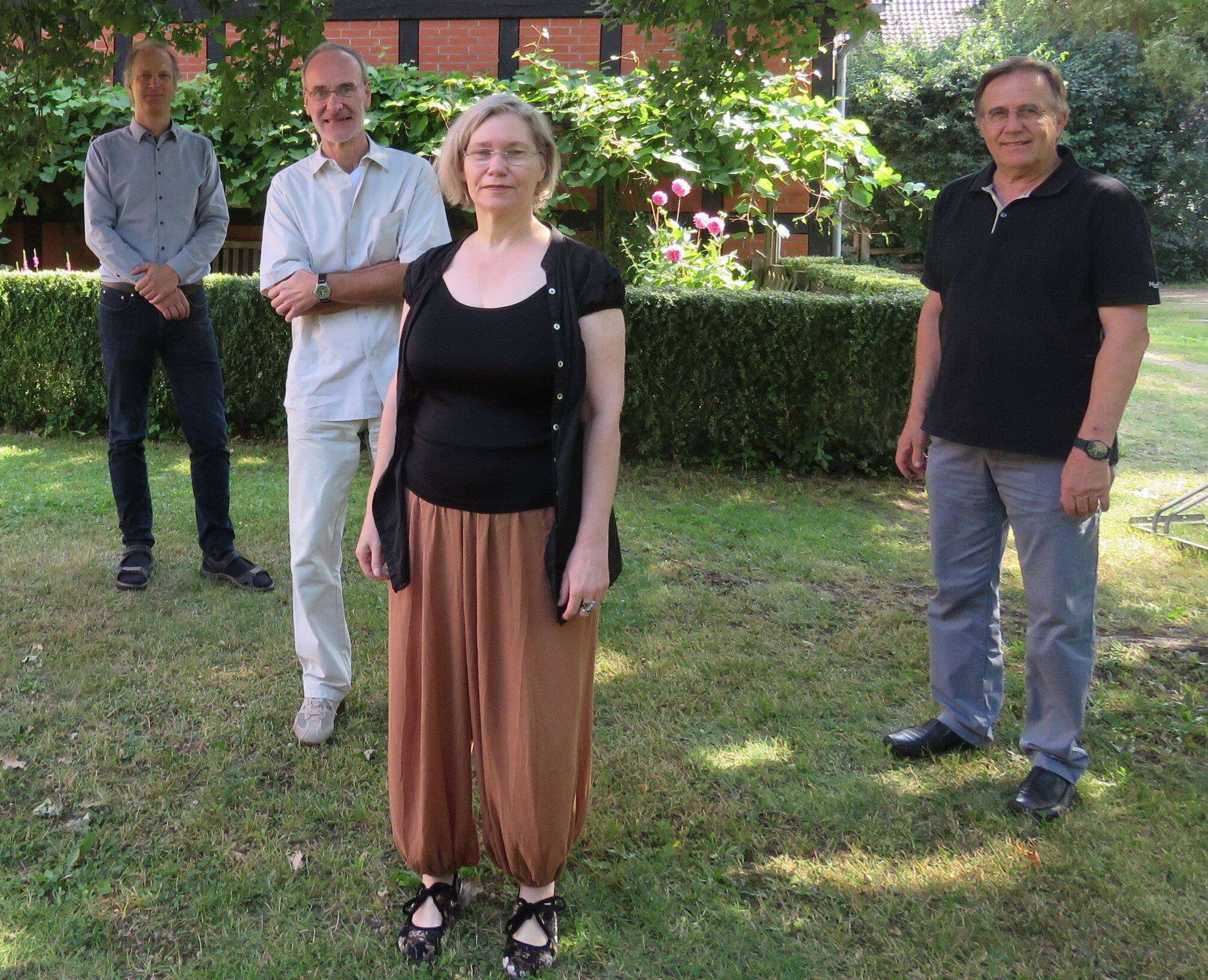 Bürgermeister Tim Willy Weber, Thomas Willeberger, Inske Albers-Willberger und Michael Kallhardt laden zur Premiere der neuesten Aufführung von