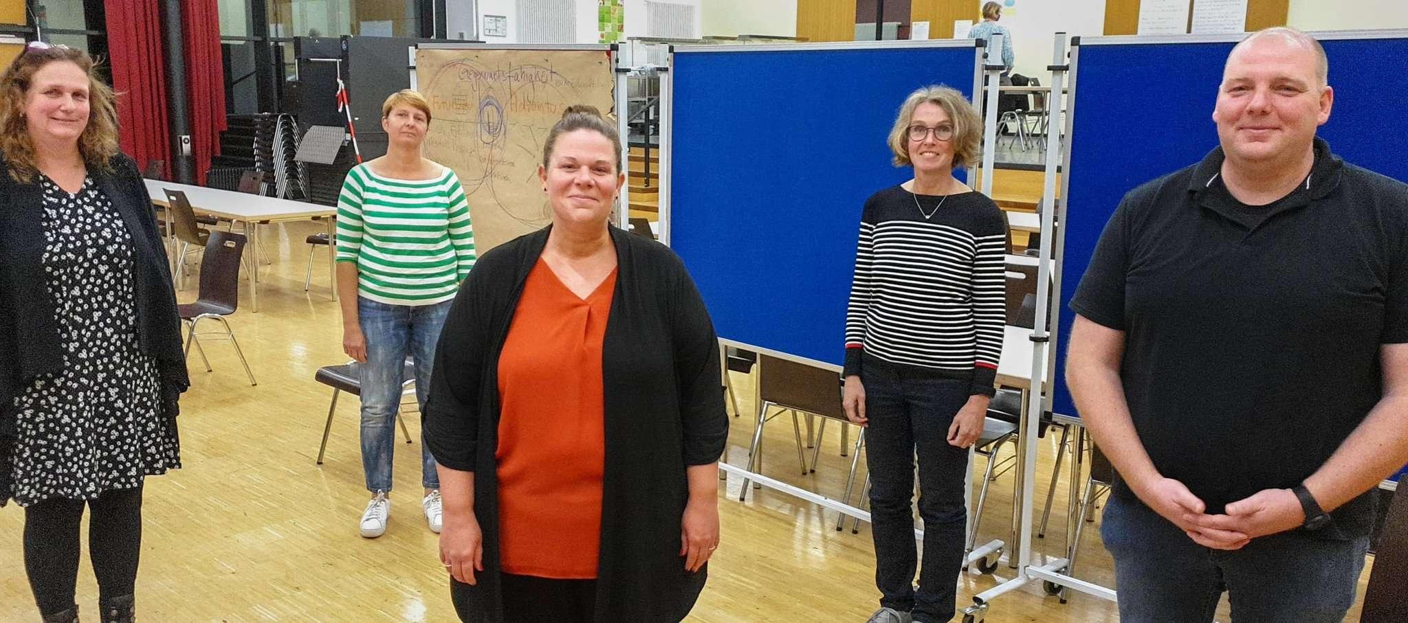 Der neue Vorstand des IGS-Schulvereins: Birgit Graudenz (von links), Sonja Holsten, Jana Hielscher, Ina Seemann und Jens Blohme. Foto: Tobias Woelki