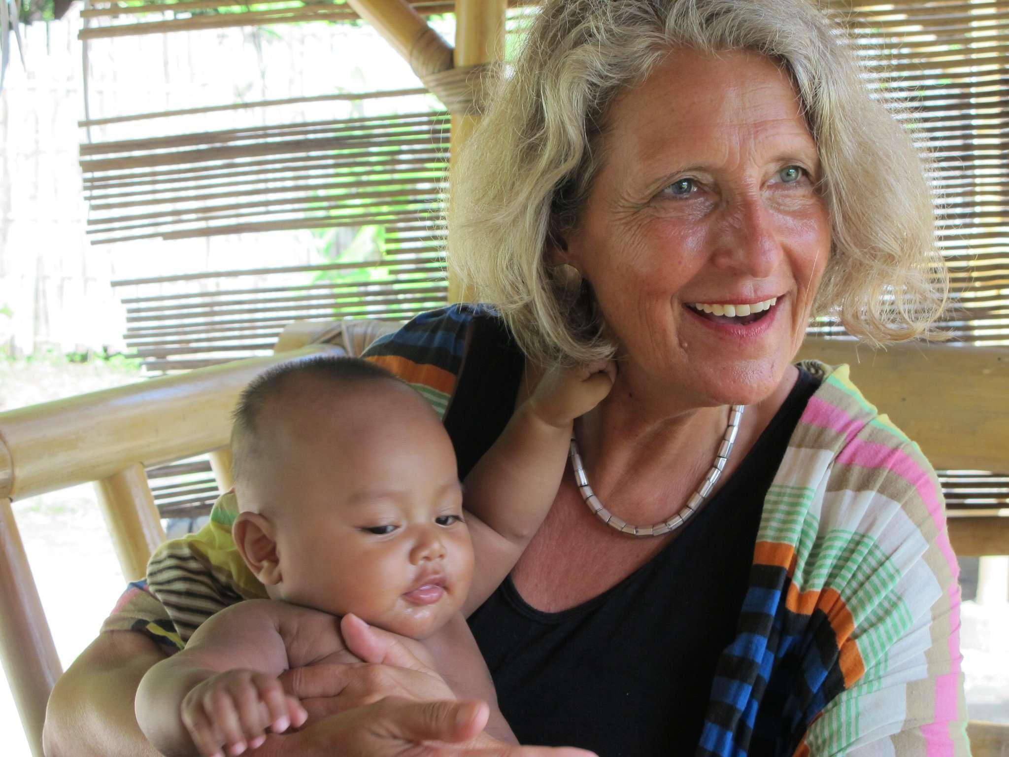 Die Fischerhuder Künstlerin Friederike Sensfuss sammelt für Menschen auf der indonesischen Insel Gili Meno Spenden ein. Dort sorgten erst ein Erdbeben und aktuell die Corona-Krise für dramatische Zustände.