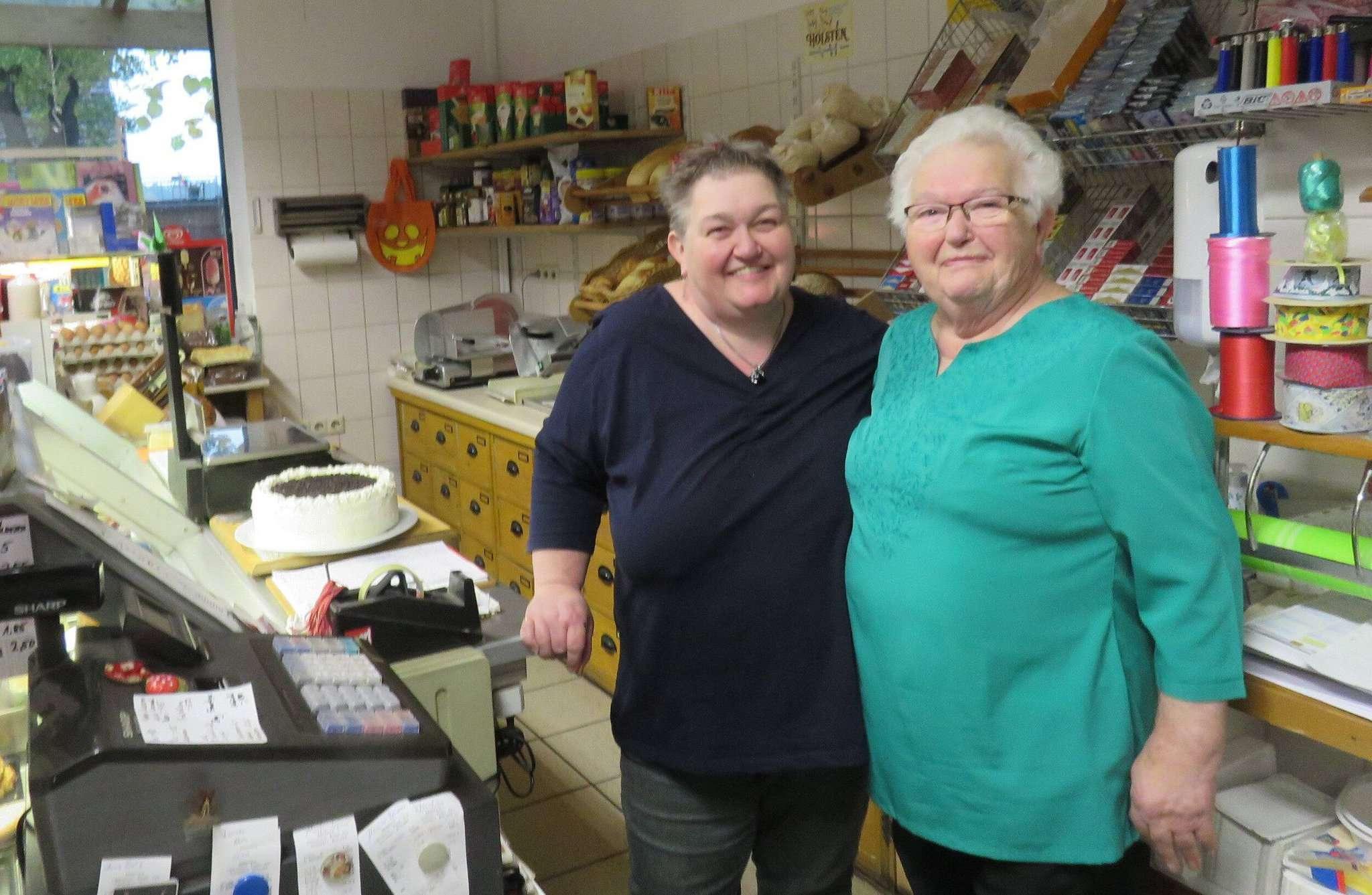 Anja (links) und Ingrid Hahnenfeld sind ein eingespieltes Team, das die Wünsche seiner Kunden kennt. Foto: Elke Keppler-Rosenau