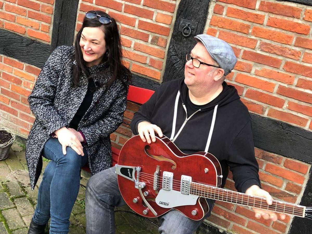 Rabea Medebach und Ralf Eberhardt unterstützen mit ihrem Online-Konzert die Krebsfürsorge.