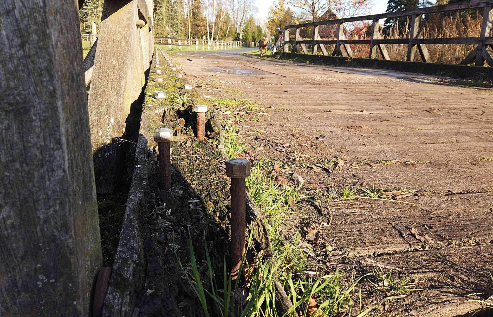 Die Wümme-Brücke vor und nach der Sanierung. Fotos: Tobias Woelki