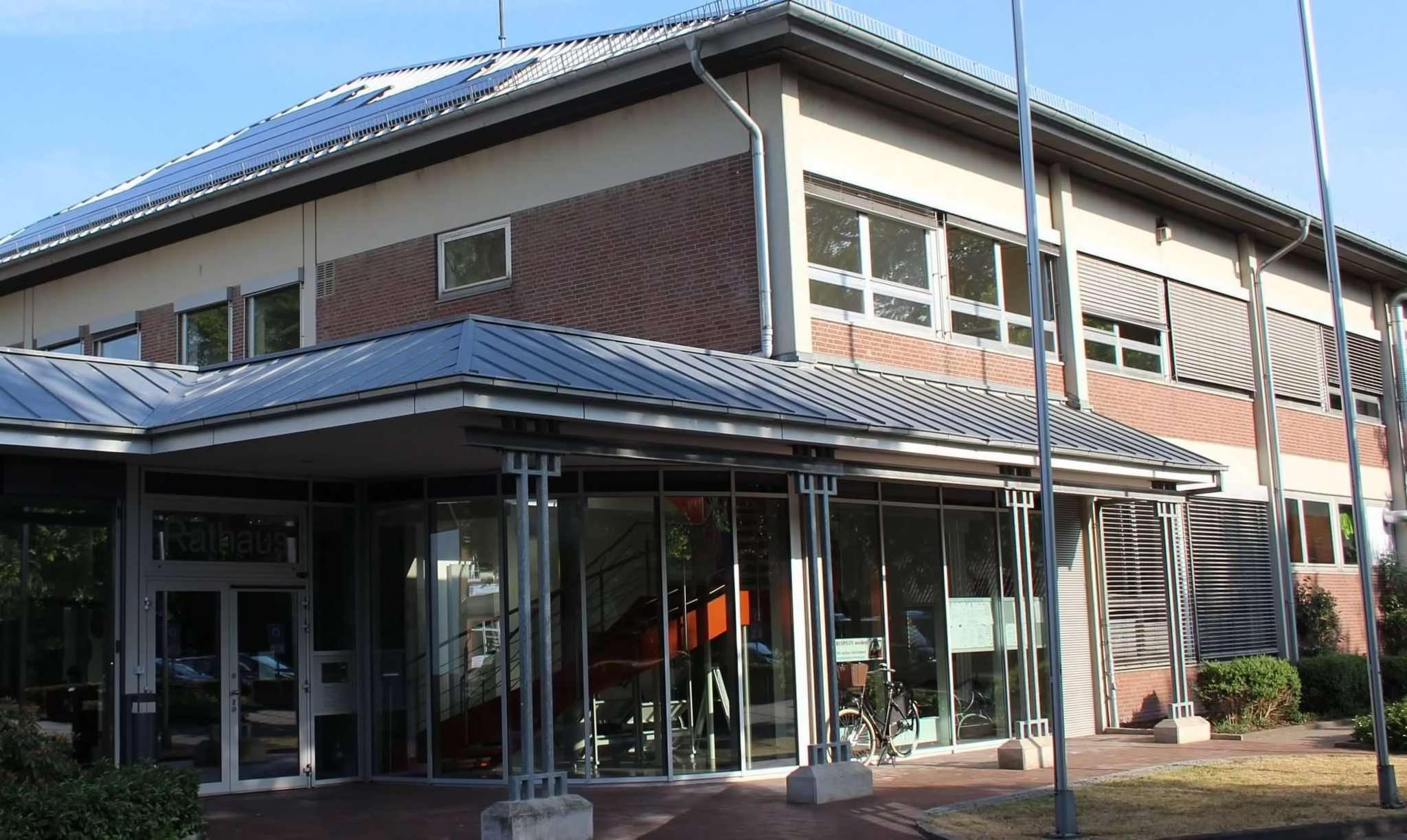 Aus dem Rathaus Ottersberg kam der Hinweis, dass sich ein Ratsmitglied mit Corona angesteckt hat.  Foto: Archiv