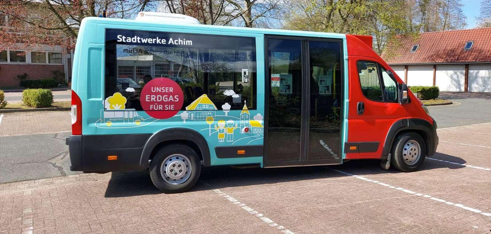 Einer der Ottersberger Bürgerbusse kommt bereits in neuem Gewand daher.