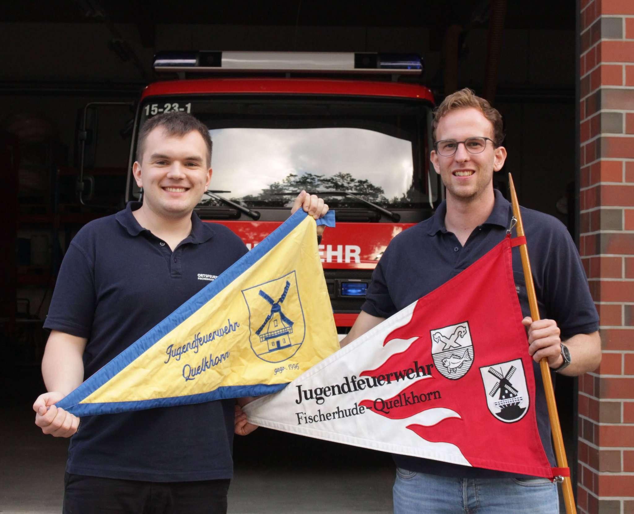 25 Jahre jung u2013 ihr Silberjubiläum begeht die Jugendfeuerwehr Fischerhude-Quelkhorn, hier das aktuelle Leitungsteam Hannes Scheffter (l.) und Jens Stertefeld. Foto: Duncan