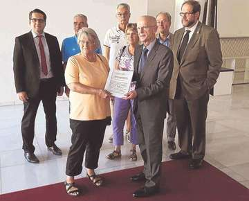 Oytener Bürgerinitiative übergibt Unterschriftenliste in Bremen