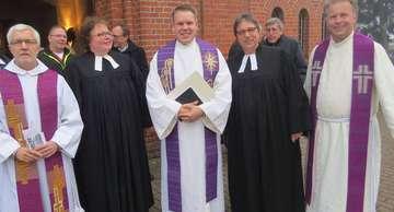 In Amt und Würden Pastor Benjamin Will in Bassen