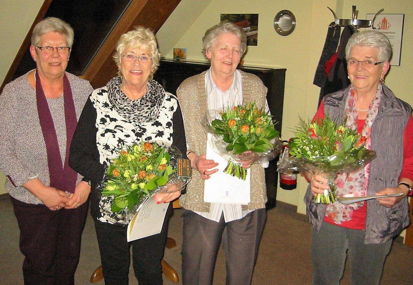 Die wiedergewählte Vorsitzende Monika Mindermann (von links) und die geehrten Mitglieder Herma Sillinger, Lieselotte Thies und Irene Preiß.