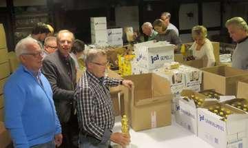 Oytener Rotarier unterstützen Johanniter Weihnachtstrucker