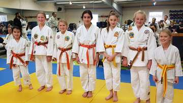 Junge Judoka haben einen Lauf