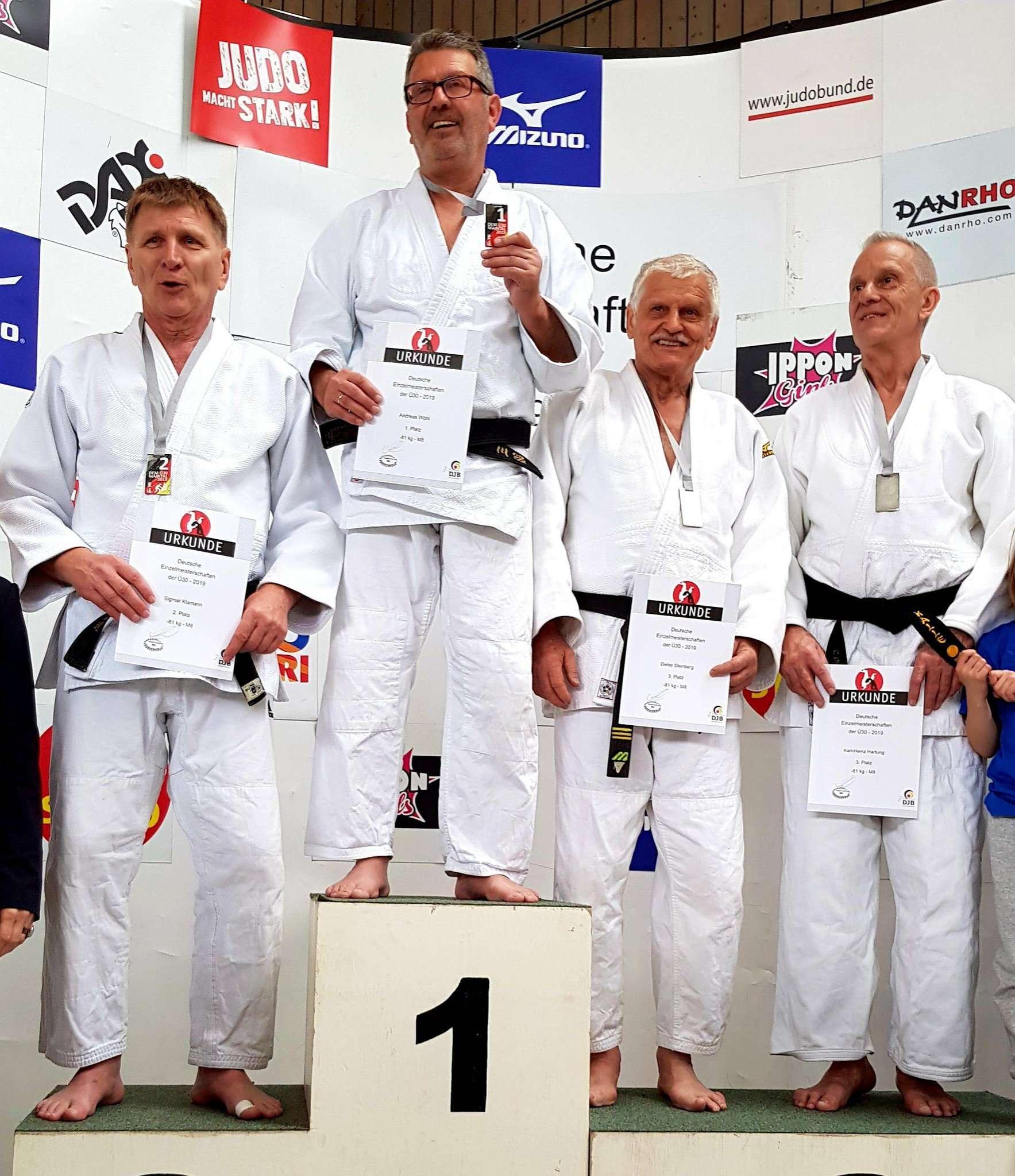 Der 64-jährige Manfred Wöhl, der seit drei Jahren in Oyten trainiert, wurde jüngst in Maintal deutscher Judo-Meister.