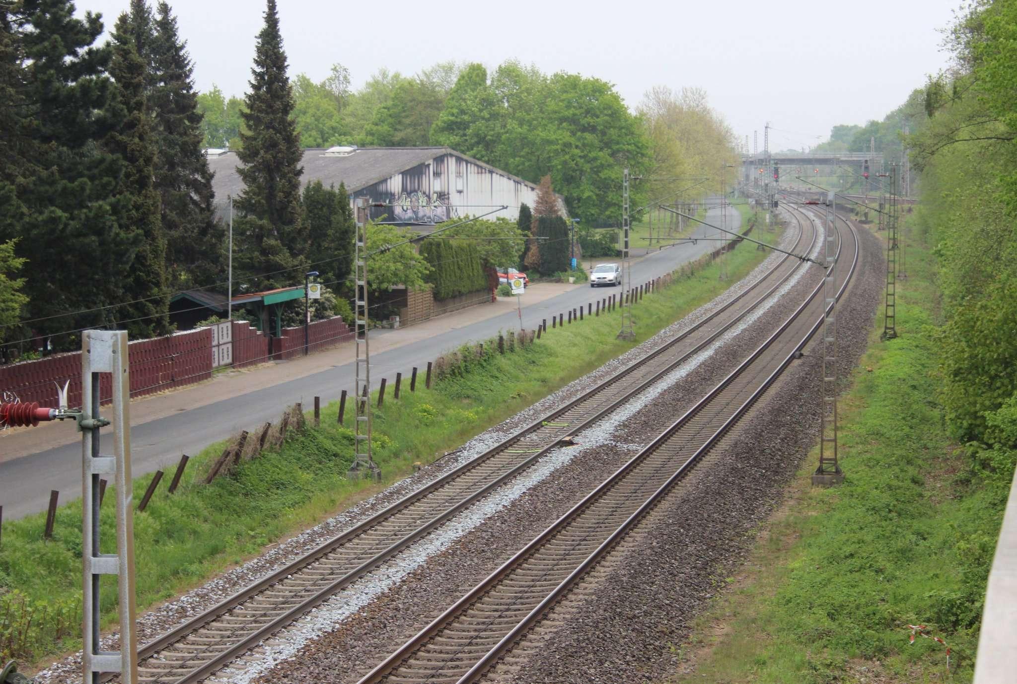 Die Bahnstrecke Bremen - Hamburg: Am Schwarzen Weg in Sagehorn soll ein neuer Haltepunkt der Bundesbahn entstehen. Die Gemeinde präsentierte in einer öffentlichen Infoveranstaltung den Stand der Planungen. Foto: Björn Blaak