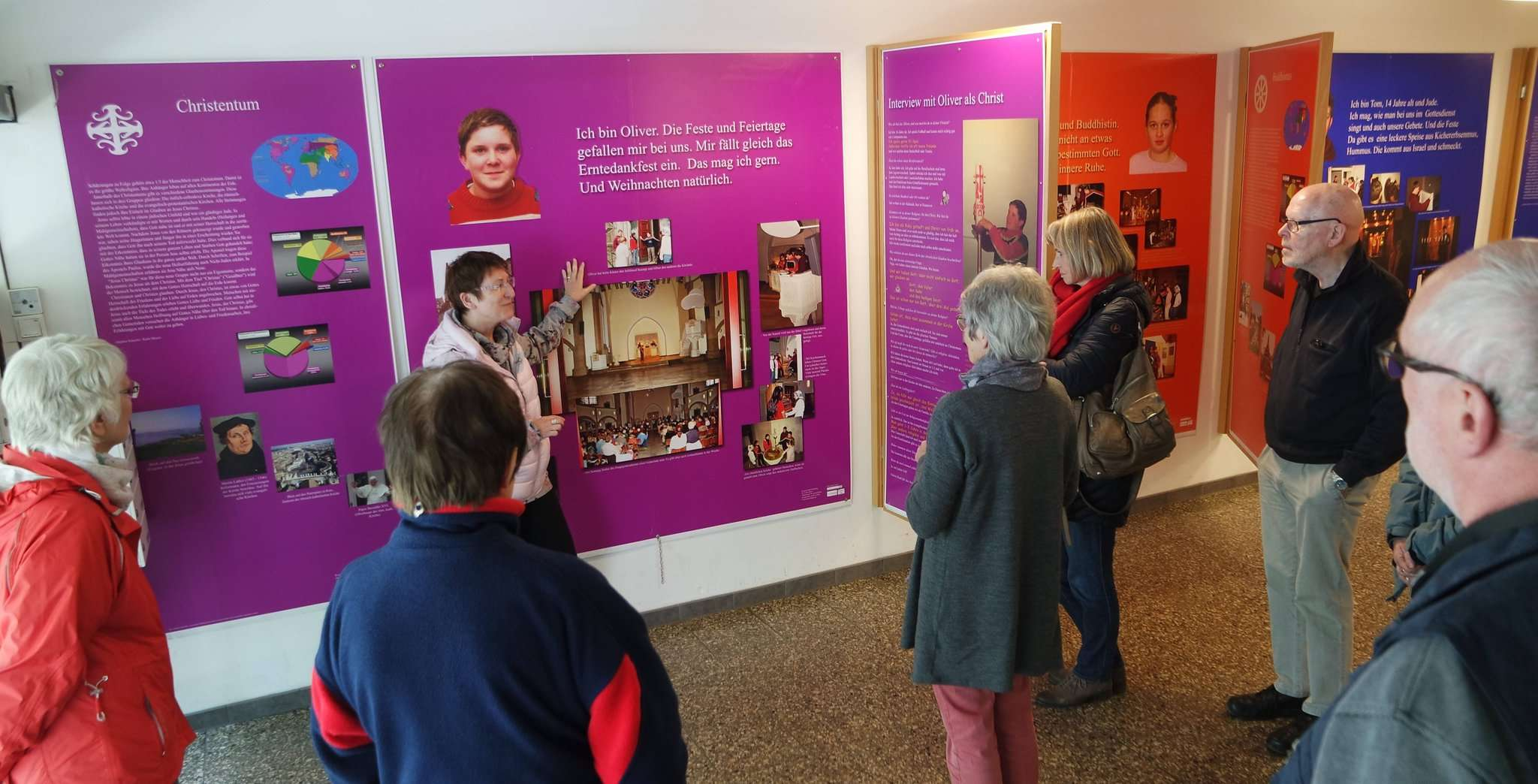Mitglieder des Ökumenekreis Oyten sahen sich im Haus der Religionen in Hannover um.