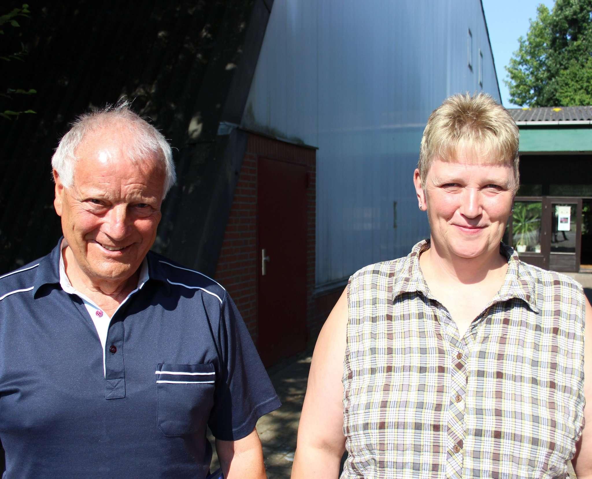 Die Vorsitzenden des Sagehorner Schützenvereins, August Benstein und Beate Böse, fühlen sich von der Gemeinde Oyten übergangen.  Foto: Björn Blaak