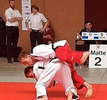 Marc-Oliver Guzek besiegte seinen Gegner mit Schulterwurf.