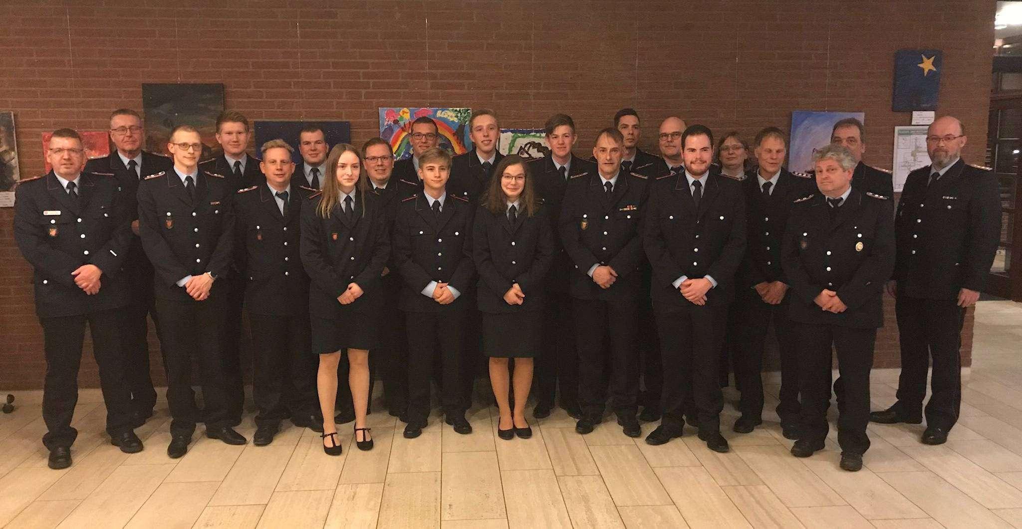 Die geehrten und beförderten Mitglieder der Freiwilligen Feuerwehr Oyten auf einen Blick.