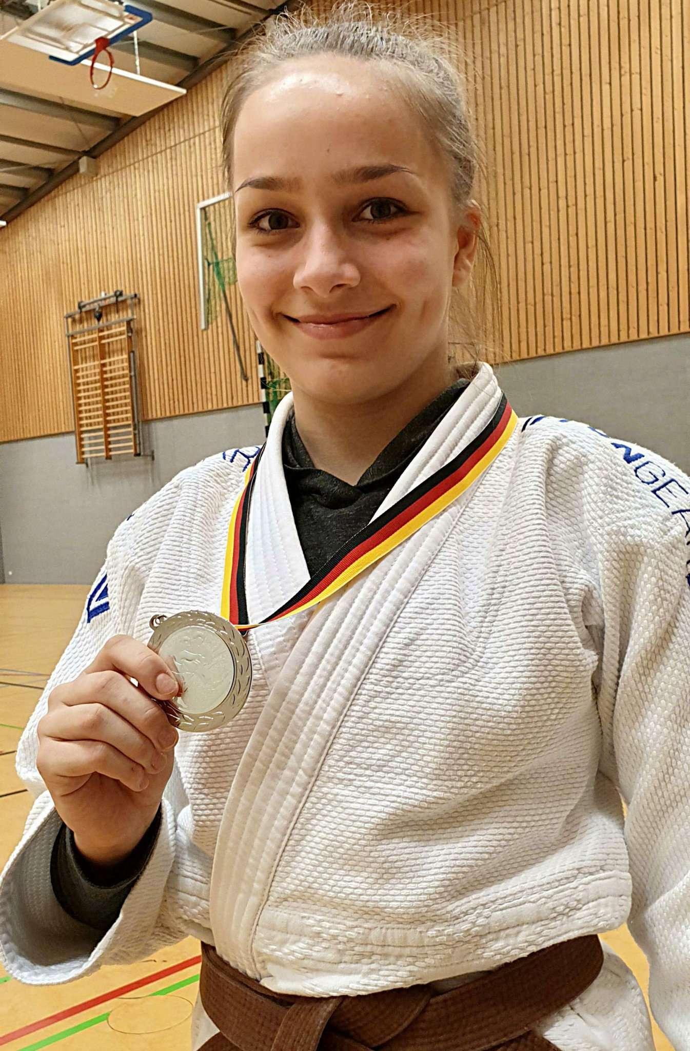 Chantal Rafalski mit der Silbermedaille Foto: T. Woelki