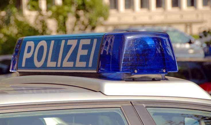 Mit einer Schusswaffe wurden Angestellte eines Supermarktes in der Hauptstraße in Oyten bedroht und aufgefordert, den Tresor zu öffnen. Die Polizei Achim und Verden sucht nun nach den Tätern.