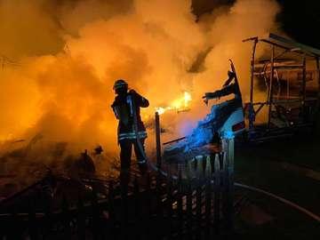 Parzellen am Behlingsee in Flammen