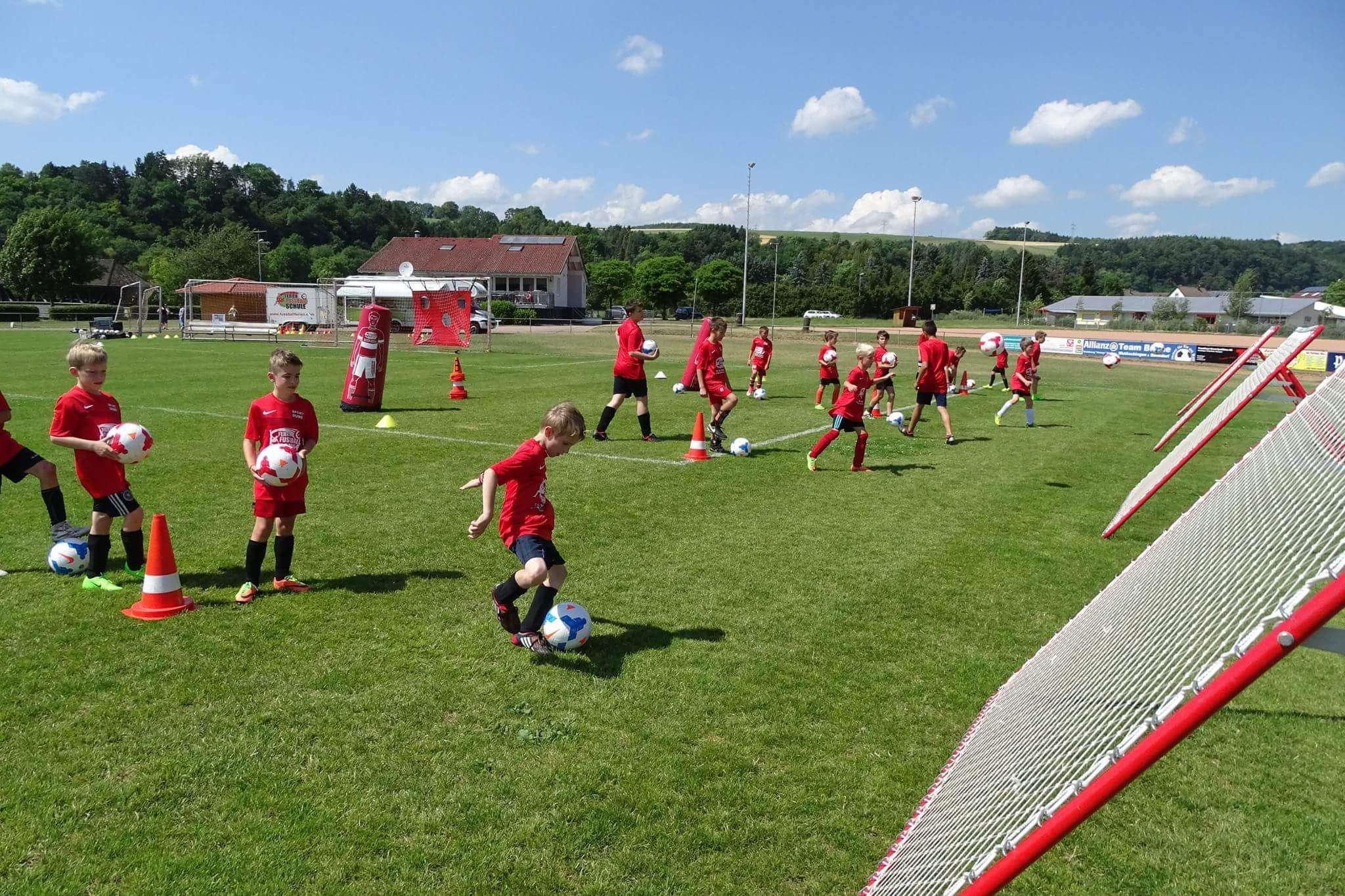 Der TV Oyten plant gemeinsam mit der FFS-Fußballschule ein Fußballcamp in der Stader Straße.