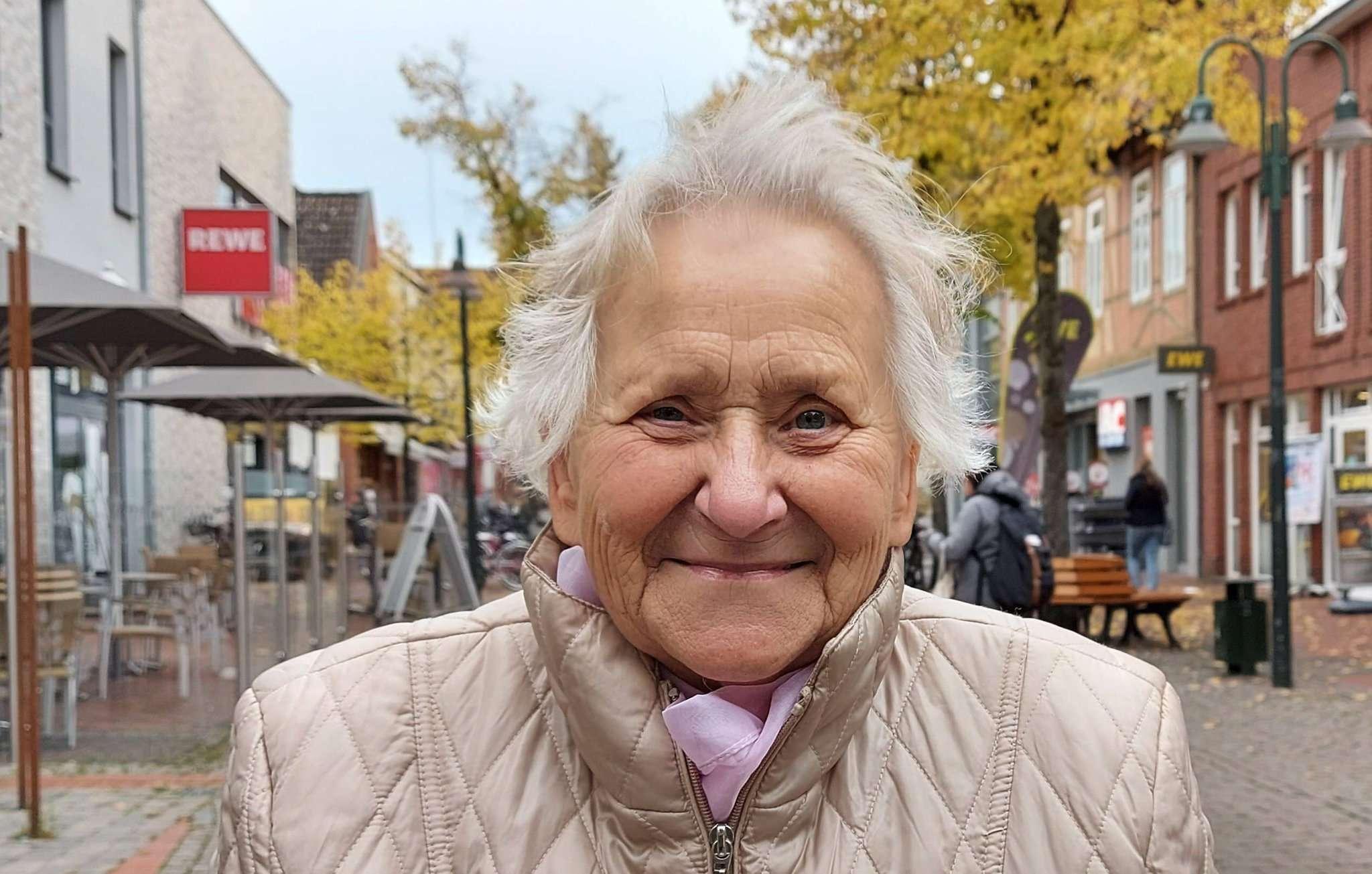 Lieselotte Mehling fährt regelmäßig mit dem Bürgerbus in die Innenstadt.