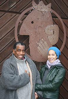 Michel Marboeuf mit seiner Tochter Laura vor dem