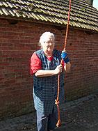 Die Attraktion Glockenturm Stuckenborstel könnte es bald nicht mehr geben: Glöcknerin Lydia Lindes kündigt an, dass sie in absehbarer Zeit aufhören wird         Fotos: Archiv/Zachrau