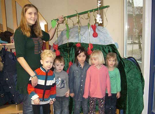 Erzieherin Mara Krause reiste mit den Jungen und Mädchen des Stuckenborsteler Kindergartens Kunterbunt in die Märchenwelt