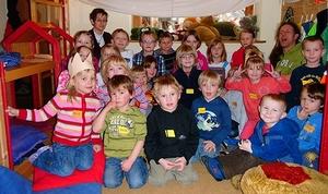 Schulkinder zu Besuch bei den Momos