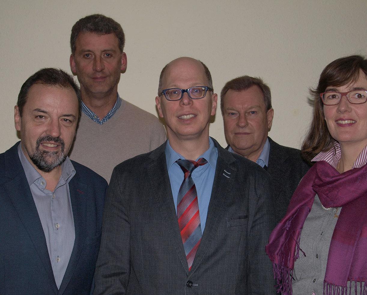Die CDU-Bürgermeister Hermann Holsten (Bötersen, hinten links), Dr. Claus Kock (Ahausen, hinten rechts) und Hans-Jürgen Krahn (Sottrum, vorne links) sowie die CDU-Fraktionsvorsitzende im Sottrumer Gemeinderat Friederike Paar unterstützen die Bewerbung von Achim Figgen.